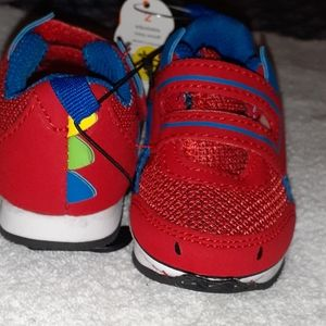 Infant athletic sneakers